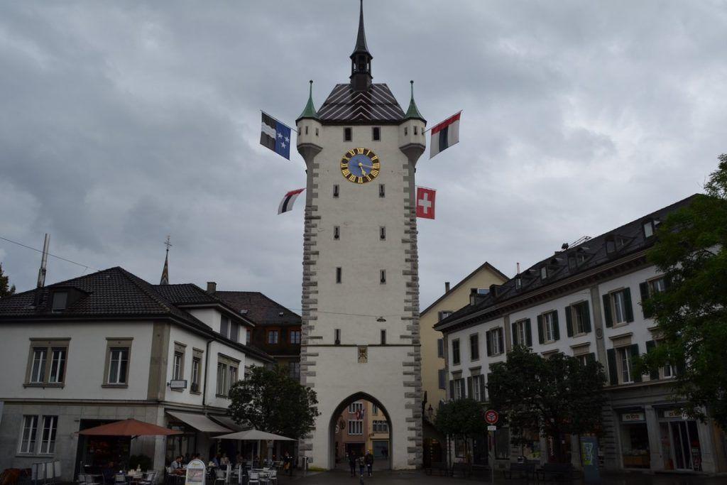 Y la torre vista de frente