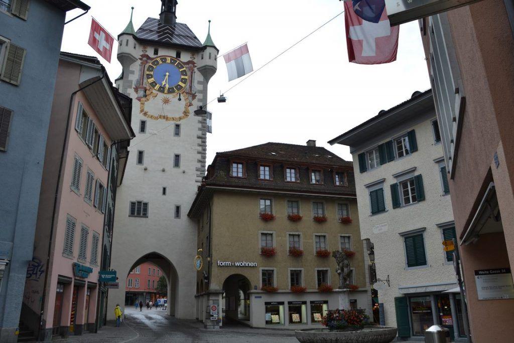 La torre y la plaza